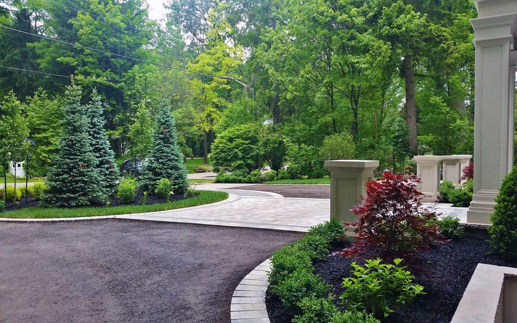 Circular driveway landscaping design in oakville to the for Circular driveway landscaping pictures