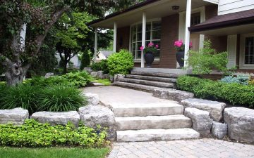 Naturalistic Front Yard Style 3